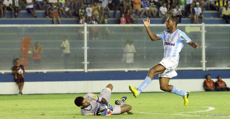Em sua estreia na Série B, Macaé derrota o Santa Cruz por 2 a 0