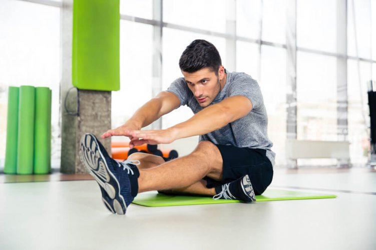 6 alongamentos essenciais para quem adora praticar esportes