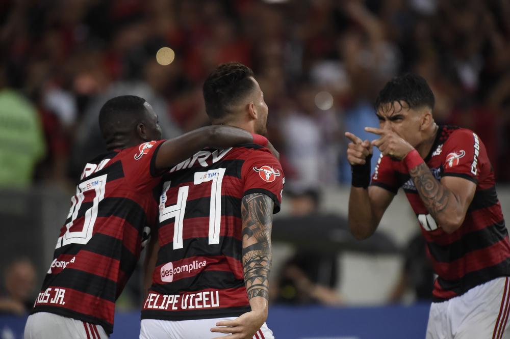 Flamengo vence Botafogo e mantém liderança do Brasileiro