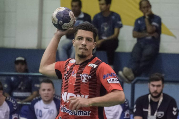 Jogador Edivaldo da equipe Handebol de Londrina
