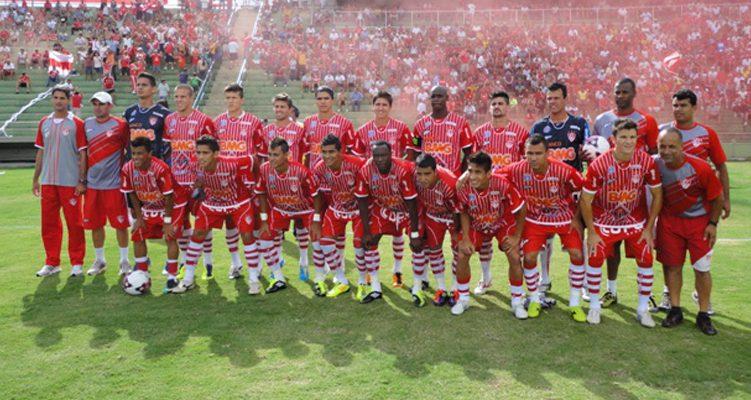 foto dos jogadores perfilados do time do Uberaba