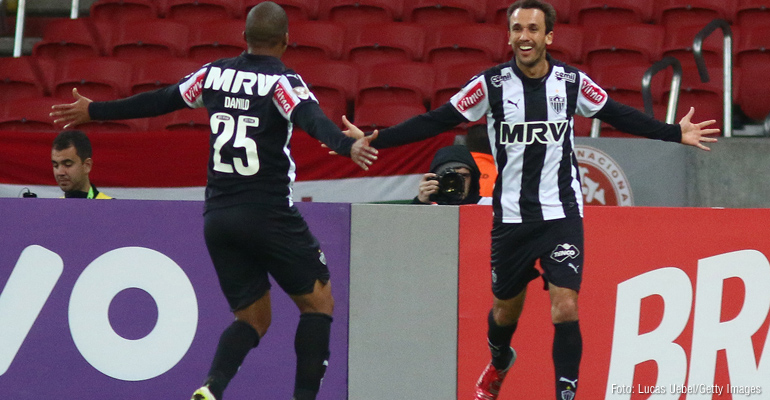 Atlético-MG vence fora de casa e chega à liderança do Brasileiro