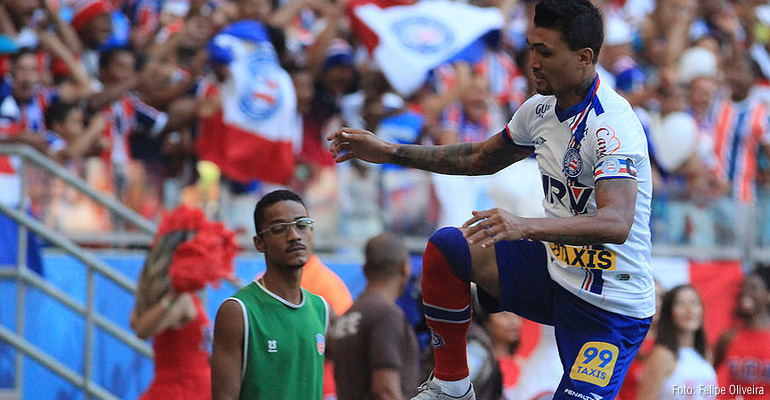 Artilheiro Kieza comemora fase do Bahia