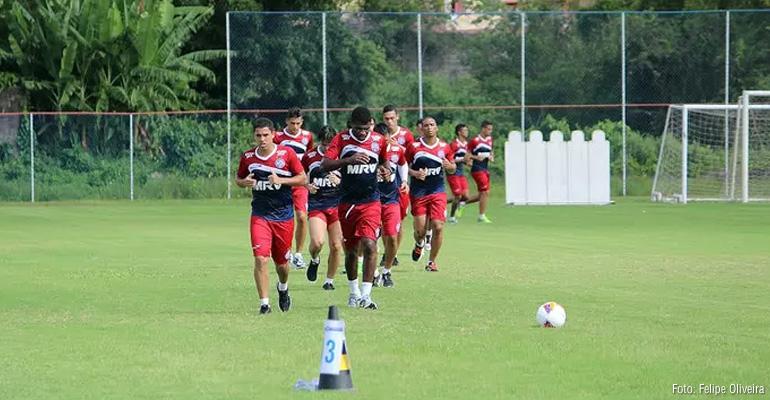 Elenco do Bahia treina sem moleza