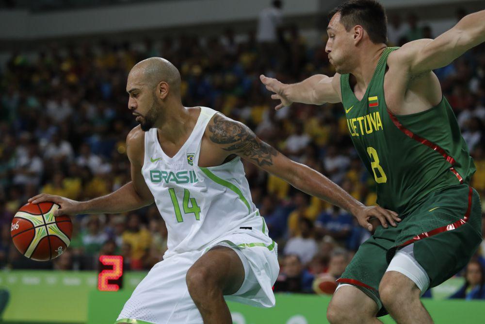 6 nomes do basquete brasileiro que você deve ficar de olho